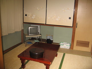 素泊まり日本間、お一人からグループの方ご利用下さい。・禁煙