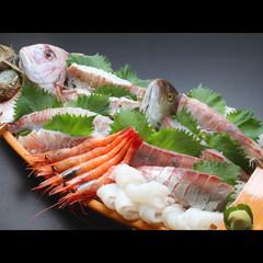 旬魚の舟盛りも付いてオトク!贅沢にズワイガニをお鍋で♪〆はカニ雑炊!舟盛り付きカニプラン