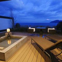 【直前割】富士と海を望む露天風呂付130平米客室の1泊2食が→お日にち限定&11時アウトでお得!