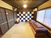 ■市松/琉球畳と市松文様の襖が印象的な2階道路側の和室