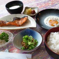 和定食の朝食で元気にスタート!1泊朝食付プラン<現金特価>