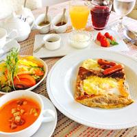 【朝食付】「リュウキュウガネブ」を味わえる、地中海風ブレックファースト≪Pettit RAOUT≫
