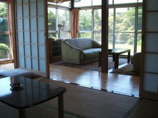 別館のお庭に面した4部屋の和室+ソファーのある応接間スペース