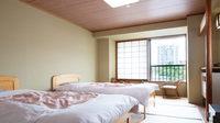 【禁煙】本館ベッド1〜3名(10畳・バストイレ付)