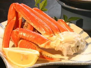 ※浜辺まで120m 焼きずわい蟹(1肩)と 地魚入り三品盛りお造り付プラン※【アッパレしず旅】