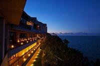 220度の視界!岬の先端に位置する大人の隠れ家。回廊から望む日の出・星空は絶景!