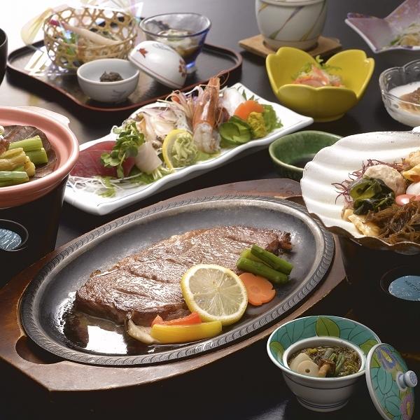 【夕食は会場食】【特選素材の黒毛和牛で贅沢♪】メインは黒毛和牛ロースステーキ