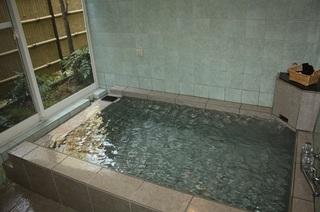 伊豆高原でペットと泊まる 天然温泉貸切風呂でのんびり 新鮮地魚の舟盛りプラン