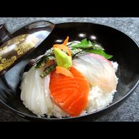 《現金決済◆平日限定》五種盛海鮮丼1泊2食付〜旬の新鮮な地魚をお得な価格でご用意〜