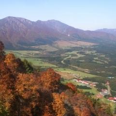 紅葉に色づきはじめた鳴子温泉郷の秘境 鬼首(オニコウベ)の大自然を巡るワンデーマーチ