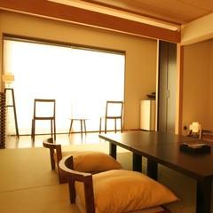 ワイドサッシで海を一望リニューアルしたお洒落な和モダン客室