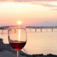 シェフおすすめの赤ワインで華やぐ大人旅。