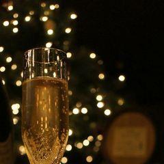 シャンパンがきらめく、大人の記念日。