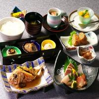 【伊豆のアクティビティ】城ヶ崎海岸散策とNYランプミュージアムの入園券の付いた2食付きプラン♪