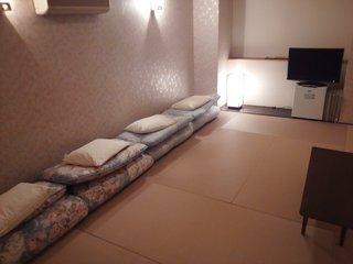 和室 多人数に最適 繁華街側 広々部屋洗面台 24H出入自由