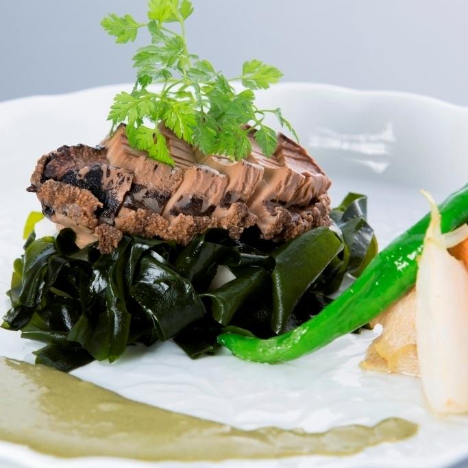 【旬の特選料理】肝から作った特製ソースで頂く鮑のステーキプラン
