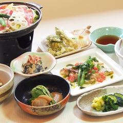 【1泊2食付】人気の川西温泉で旬の地元食材に舌鼓!