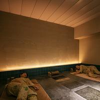 【貸切岩盤浴50分付(ブッフェ)】プライベートな個室岩盤浴で冷えた身体に温感を