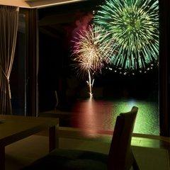 【花火と湖の絶景とともに】高層階をお約束。湖上に咲く大輪の花火をより間近に眺める客室