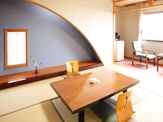 【海側】和室6畳+広縁(洗面トイレ付)