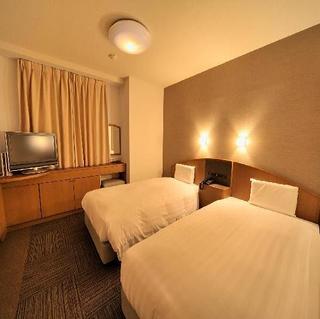 ◆喫煙ツイン◆100幅サータ社製ベッド×2台・Wi-Fi完備