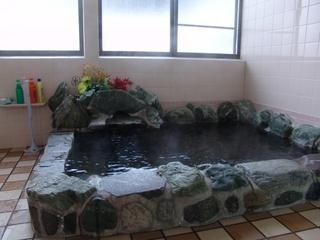 24時間入浴OKの掛け流し温泉でのんびりゆったり♪