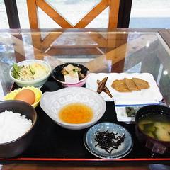 【朝食付】愛媛名物・じゃこ天が付いた和食で元気に一日のスタートを!
