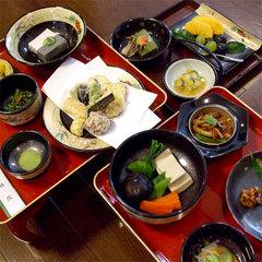 三の膳付きで贅沢に■広々和室でデラックス精進料理