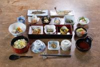 女将の手作り、四季折々の山菜料理満喫プラン(朝食付き)