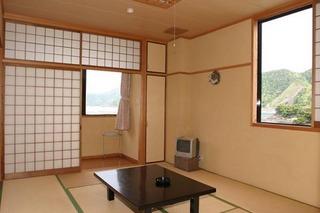 洗面所付の本館和室10畳LAN接続無料のお部屋