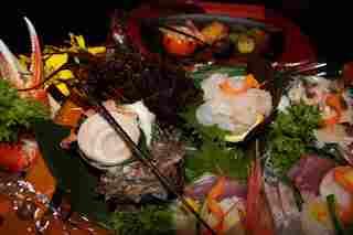 伊勢海老アワビサザエ地魚刺身盛合せ+伊勢海老・アワビ料理,金目鯛煮付と銅釜ご飯を堪能