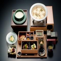 【朝食付きプラン】遅いご到着でも安心 自然食材満載の朝食『玉峰館玉手箱膳』を満喫