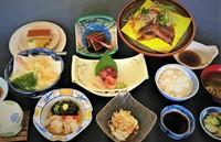 夕食グレードアップ♪ 特選料理と源泉の湯で満喫♪ 【 1泊2食付きプラン 】