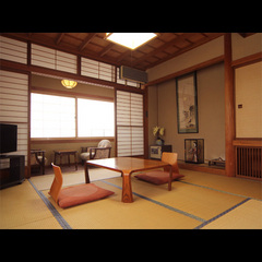 どこか懐かしい木の温もり溢れる和室8畳◆2〜3名様
