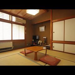 どこか懐かしい木の温もり溢れる和室6畳◆1〜2名様
