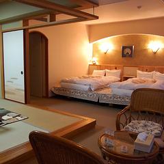 日本庭園望む特別室【約40平米・和洋室・ひのきツインベッド】