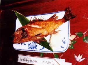 ズワイ蟹1肩、きんきの塩焼き、お刺身など。ファミリーカップルにオススメ 全部屋食