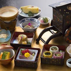【60歳以上限定】お客様オリジナルの手作り豆腐で夕食はお部屋食◆お荷物はデリバリーサービス付