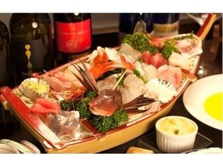 【スタンダード】【海-kai-】とろける美味しさ♪金目鯛煮付け+朝獲れの刺身大舟盛【人気NO.1】