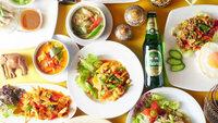 【2食付◆夏季限定】『タイ料理 佛沙羅館』の鴨川納涼床〜選べるメイン&ごはん物など全7品〜