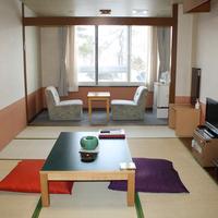 【1階】湖に面した和室8畳(冷暖房・洗浄機付トイレ完備)
