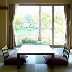 「あずま」:茶室風和室(8帖)〜洗練された和の空間〜