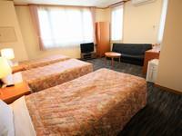 ■トリプルルーム【3名〜】26平米・100幅ベッド×3