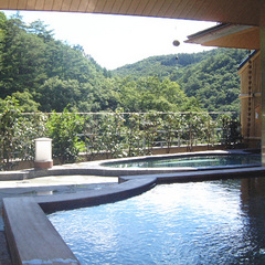 【1泊2食基本のスタンダードプラン】四季を眺める露天と名物温泉鍋!