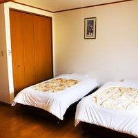 【キッチン付き和洋室】洋室(ツインベッド)+和室(4畳)