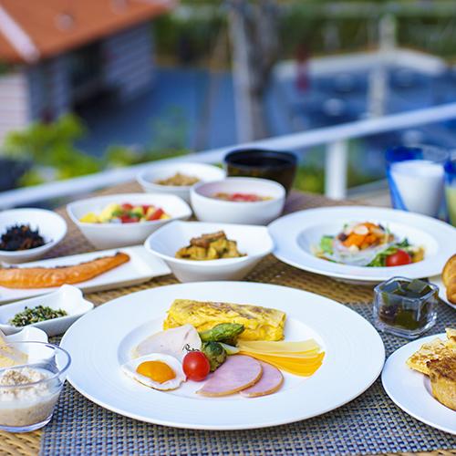 約60種類の豪華朝食ビュッフェ