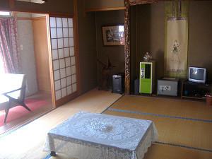 トイレ付7.5畳の和室「石楠花の間」をご用意いたしました