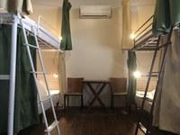 6人までの個室 二段ベッド3台/共同シャワールーム・トイレ