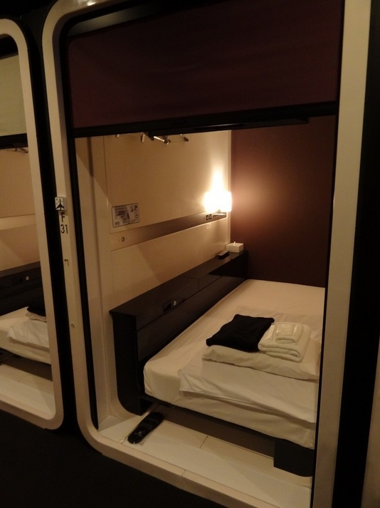 Business Capsule Room for Men Only