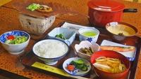 ≪朝食付≫朝から郷土の味!朴葉味噌と山菜料理をどうぞ(¥5,500〜)【現金特価】